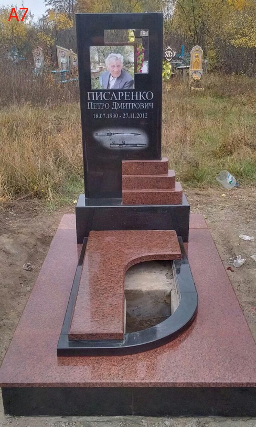 Памятник из цветного гранита Первомайск Ваза. Токовский гранит Новочебоксарск